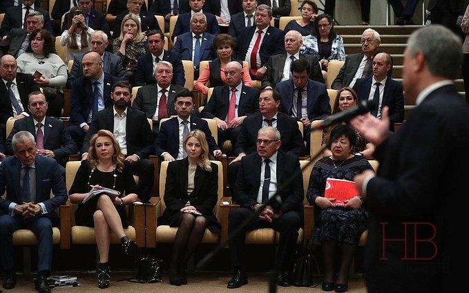 Вячеслав Володин представляет законопроект депутатам и виноделам