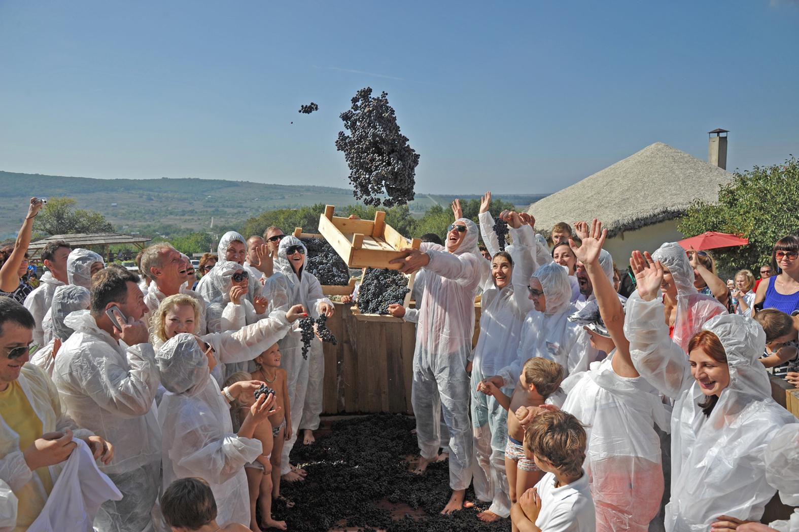 Праздник сбора урожая у Яниса Каракезиди