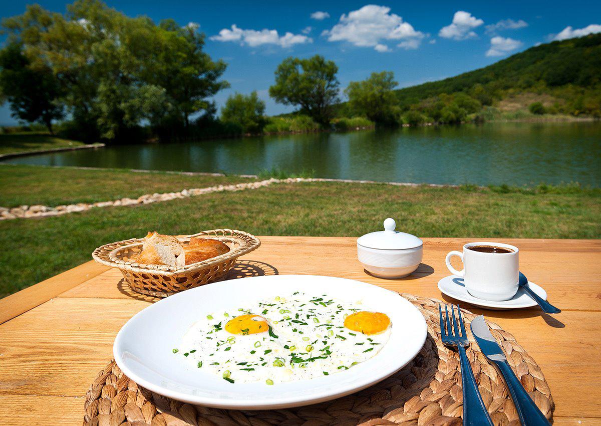 Завтрак у озера