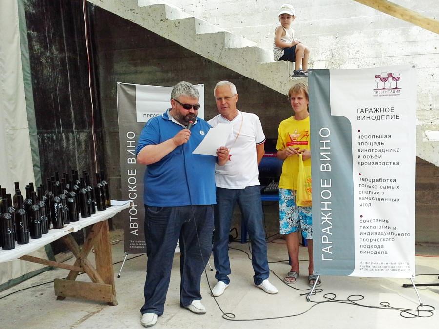 Сергей Арзуманов и Геннадий Опарин объявляют результаты конкурса