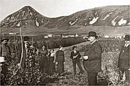 Одно из редких фото итальянцев у горы Верблюд