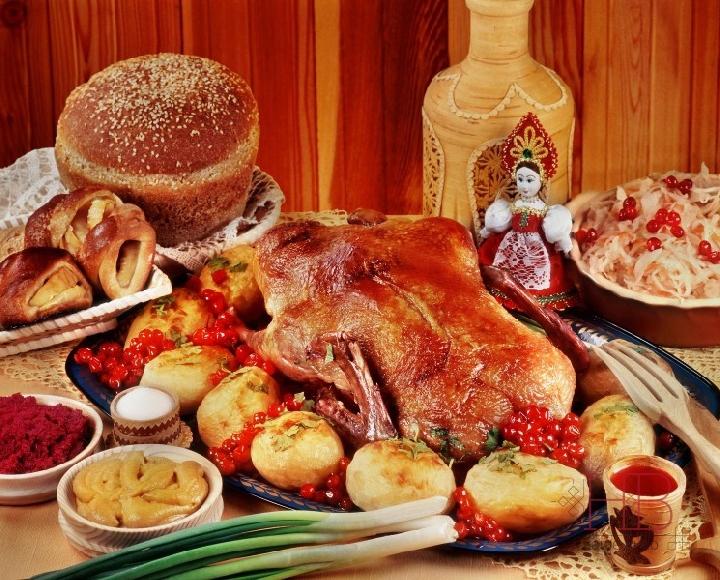 По своим основным продуктам русская кухня - часть центрально- и восточноевропейской Фото russkayakuhnya1.ru