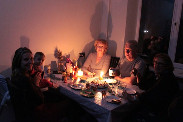 Без электричества крымчане стали еще дружнее (фото Российской газеты)