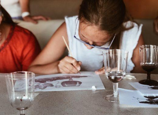 Картины вином: мастер-класс по рисованию в Коктебеле