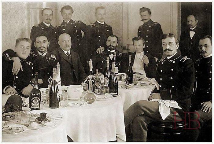 Вина на столе. Конец XIX века